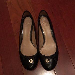 56cb8e5c791 Gently used Tory Burch Chelsea Black patent heels
